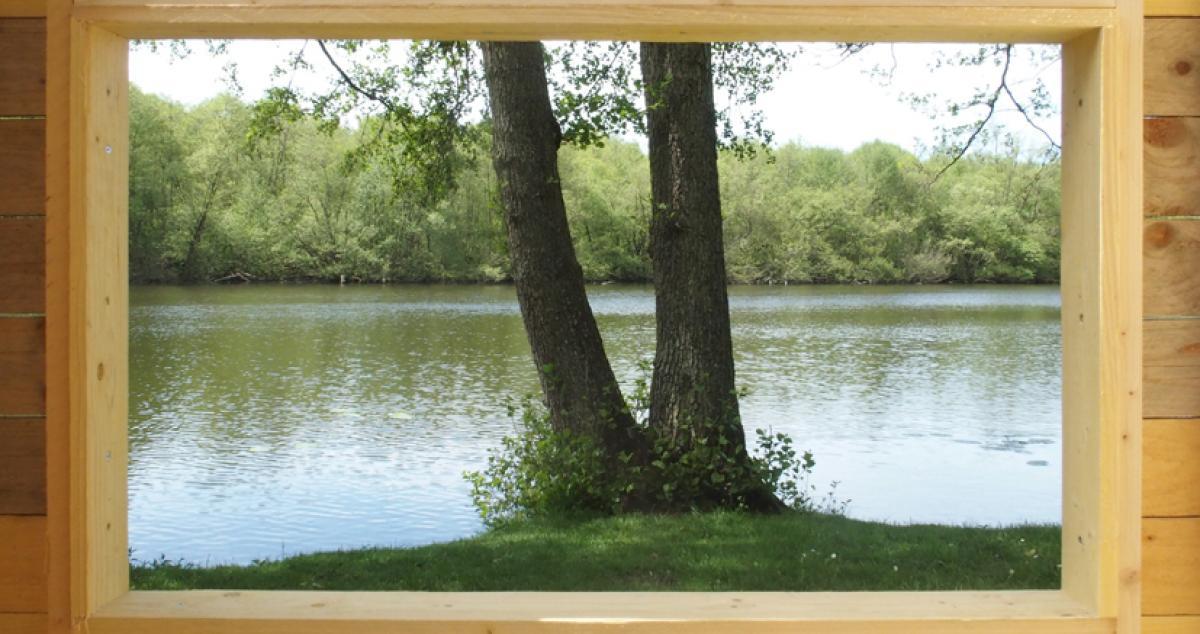 Paysage cadré depuis la capsule 1 au parc de Breteuil-sur-Iton